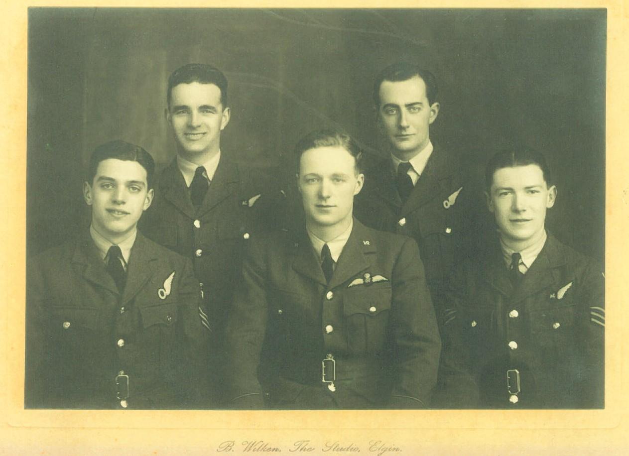 Bemanning Halifax, vlnr boven Buck en Howarth, beneden Beattie, Rawlinson, Blackborow_bron_ familie Steenbergen Sleen