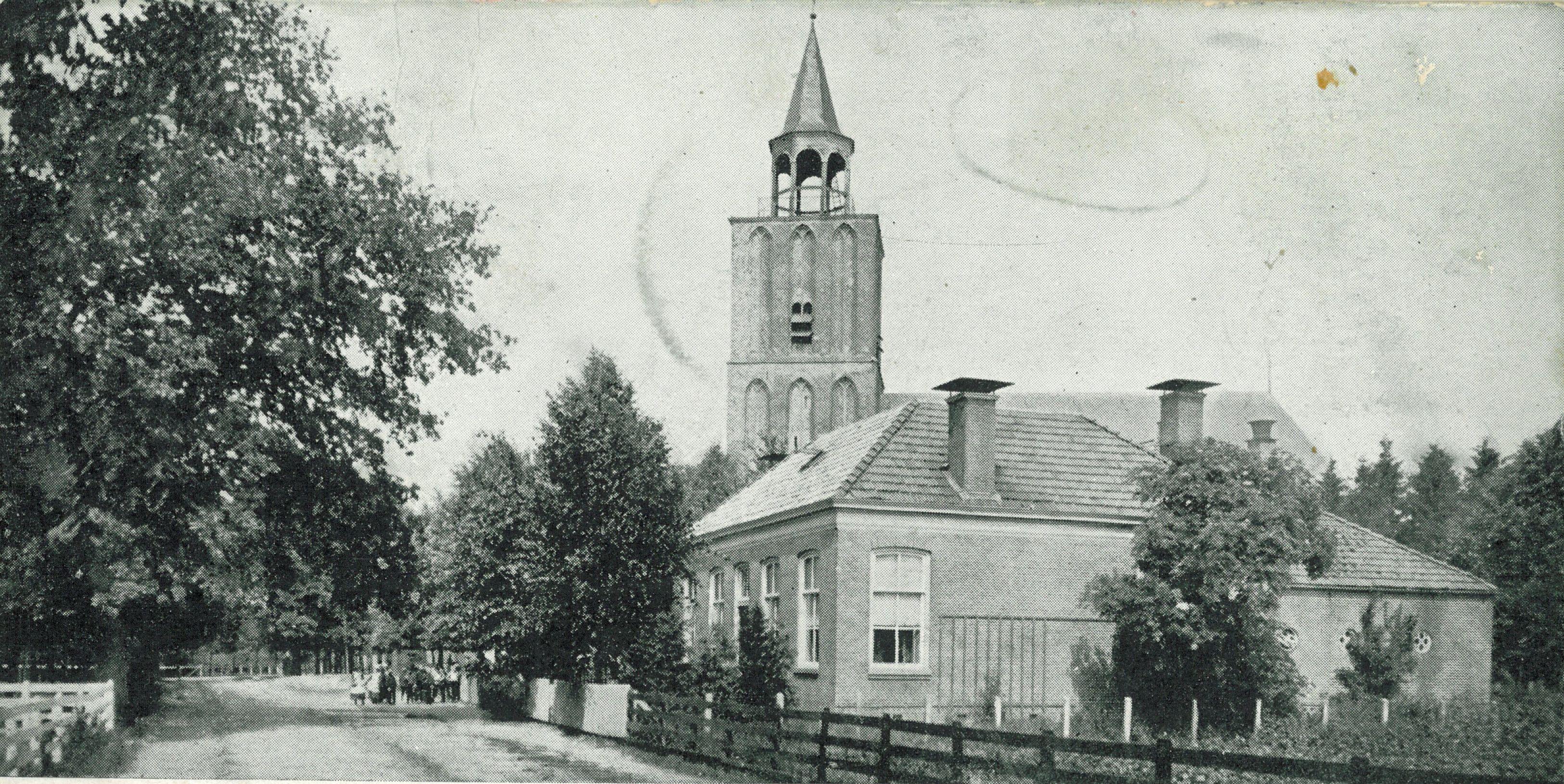 Dorpsstraat Sleen met kerktoren NH-Kerk