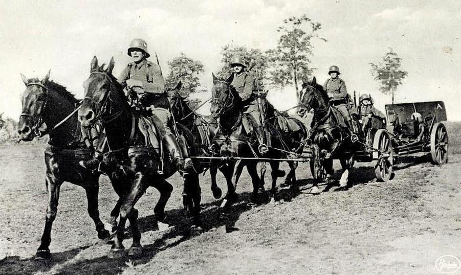 Duitse soldaten te paard_Bron_Historische Vereniging Aold Daoln