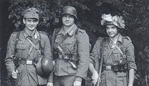Fanatieke jonge kerels en kereltjes, behorend tot de laatste lichting van de Wehrmacht.