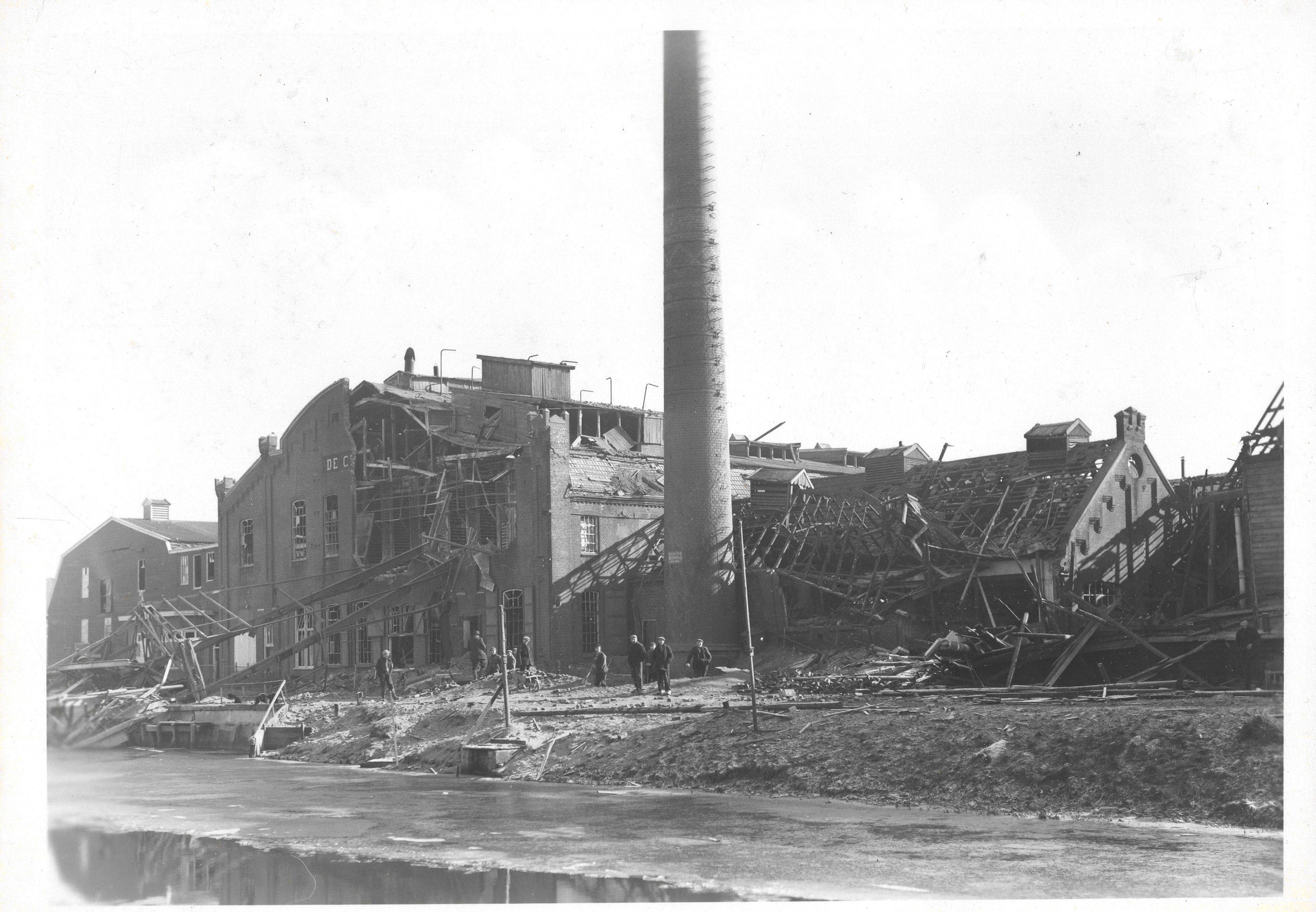 Gebombardeerde aardappelmeelfabriek