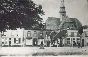 Markt met lantaarnpaal en zicht op Kerkstraat