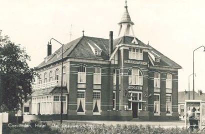 Stationsplein Hotel van Wely de Sleeuwerik 1960