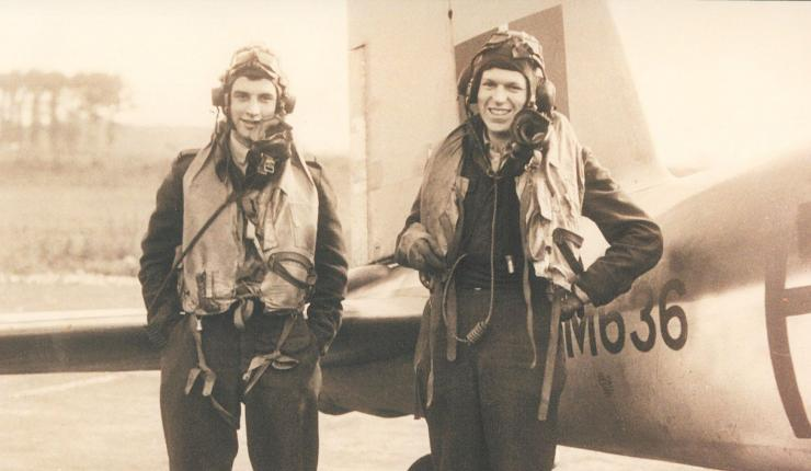 bemanning Mosquito die in Nieuwlande is neergestort, links Harry Smith de navigator en rechts Peter Fry, de vlieger