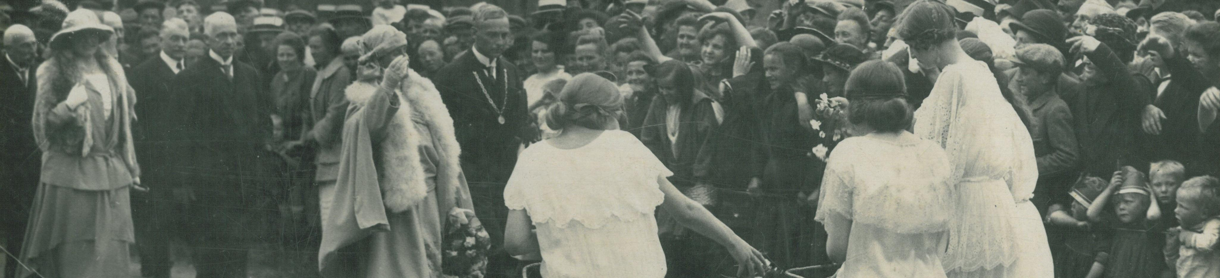 Eerste steenlegging Meindert van der Thijnenmonument Coevorden 1924